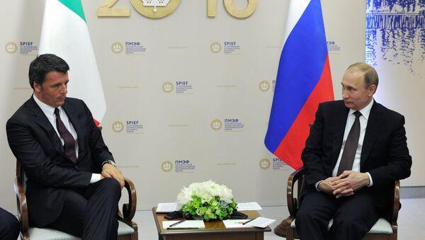Reunión del presidente de Rusia, Vladímir Putin con el primer ministro de Italia, Matteo Renzi - Sputnik Mundo