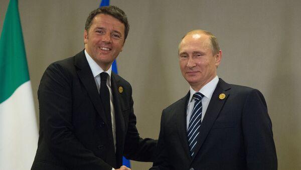 Pimer ministro de Italia, Matteo Renzi y presidente de Rusia, Vladímir Putin - Sputnik Mundo