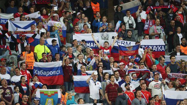 Hinchas rusos en la Euocopa 2016 - Sputnik Mundo