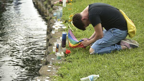 Homenaje a las víctimas del asesinato masivo en el club Orlando - Sputnik Mundo