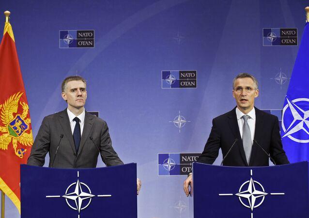 El canciller de Montenegro, Igor Luksic con el Secretario general de la OTAN Jens Stoltenberg