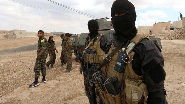 Las Fuerzas Democráticas Sirias en los alrededores de Manbij - Sputnik Mundo