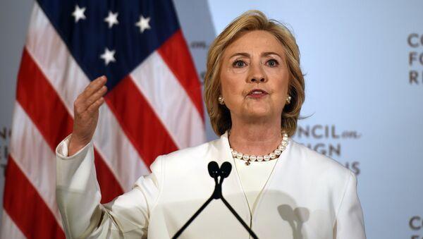 Democratic presidential hopeful Hillary Clinton - Sputnik Mundo