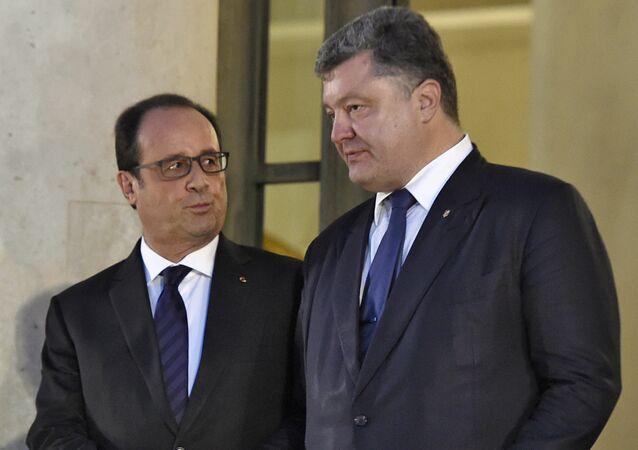 El presidente ucraniano, Petró Poroshenko, con su homólogo frances, Francois Hollande