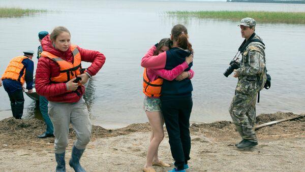 Sobrevivientes de la tragedia en el lago Syamózero de la República de Carelia - Sputnik Mundo