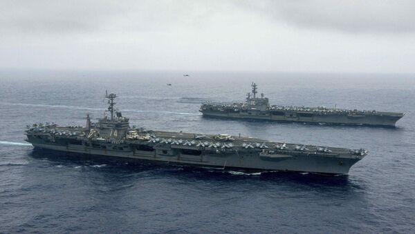 Portaviones estadounidenses John C. Stennis y Ronald Reagan en el mar de Filipinas - Sputnik Mundo