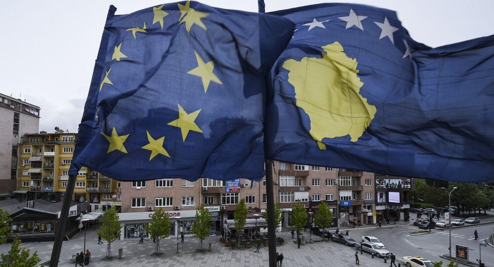 Banderas de Kosovo y UE