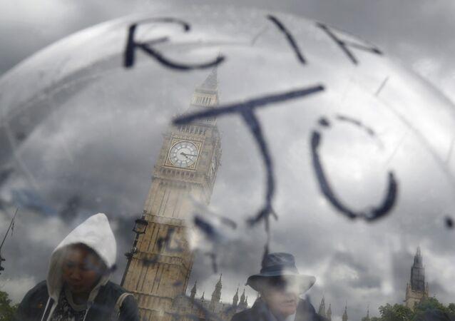 Homenaje a Jo Cox, diputada laborista británica