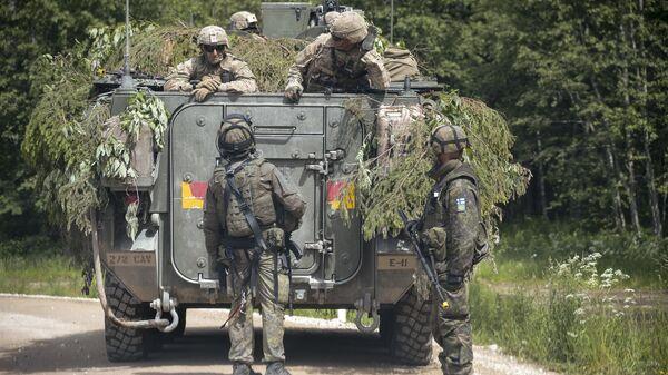 Militares de Estonia durante las maniobras de la OTAN (archivo) - Sputnik Mundo