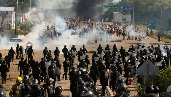 Las disturbios en Oaxaca - Sputnik Mundo
