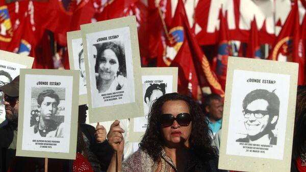 Una manifestación por los detenidos y desaparecidos en Chile durante la dicatdura de 1973-11990 - Sputnik Mundo