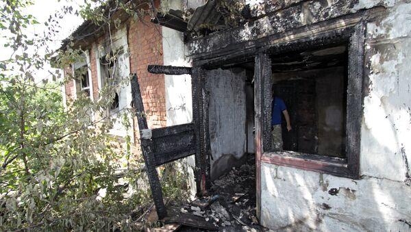 Casa destruida en Donetsk - Sputnik Mundo