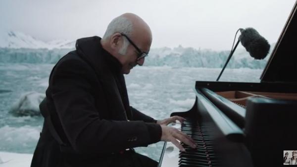 Ludovico Einaudi interpreta la 'Elegía por el Ártico' - Sputnik Mundo