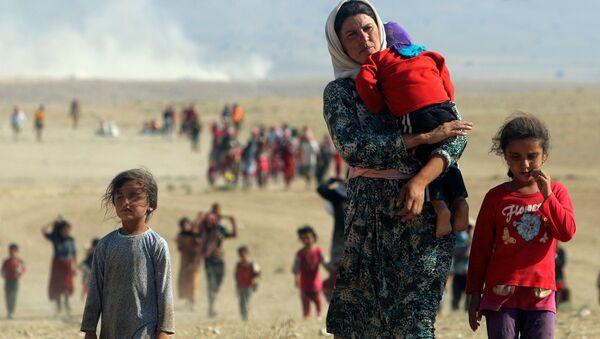 Kurdos yazidíes intentado huir de Daesh - Sputnik Mundo