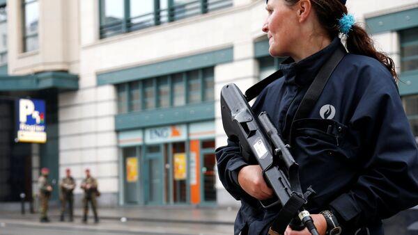 Una policía belga - Sputnik Mundo