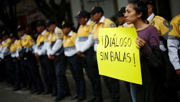 Una manifestación después de los enfrentamientos en Oaxaca - Sputnik Mundo