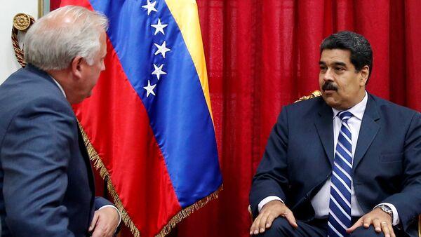 Presidente de Venezuela, Nicolás Maduro y subsecretario de Asuntos Políticos del Departamento de Estado de EEUU, Thomas Shannon en Caracas - Sputnik Mundo