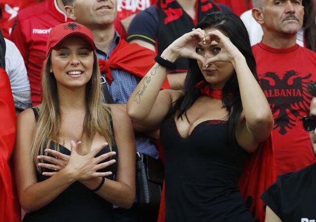 Las hinchas albanesas, en el partido entre las selecciones de Albania y Francia de la fase de grupos de la Eurocopa 2016