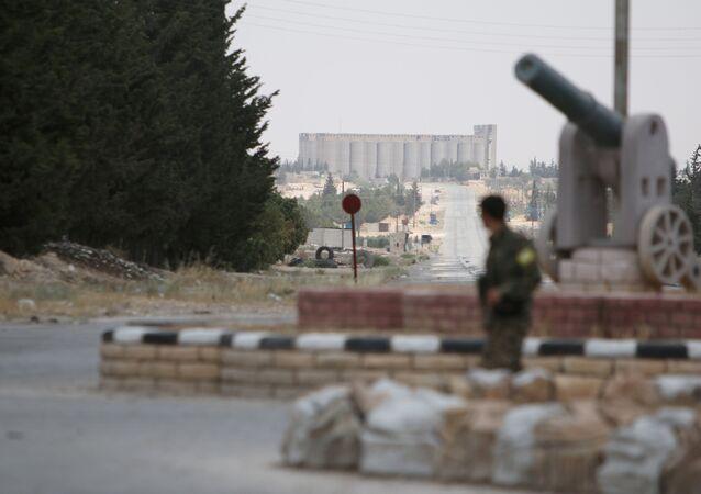 Un combatiente de las Fuerzas Democráticas de Siria (FDS) (archivo)
