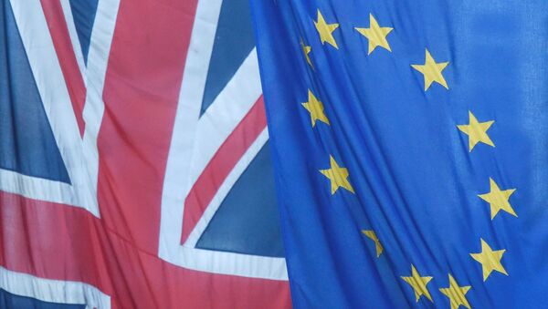 Banderas del Reino Unido y la UE - Sputnik Mundo