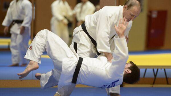 Vladímir Putin, presidente de Rusia, practicando judo - Sputnik Mundo