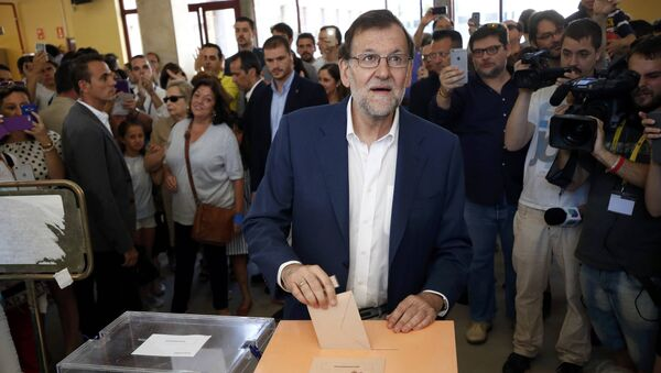 Líder del PP y el primer ministro español en funciones, Mariano Rajoy, vota en Madrid - Sputnik Mundo