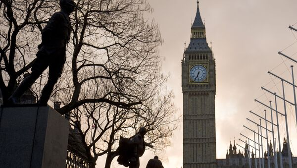The sun rises behind The Elizabeth Tower, also known as 'Big Ben' on the day British Chancellor of the Exchequer George Osborne delivers his budget in London on March 16, 2016 - Sputnik Mundo