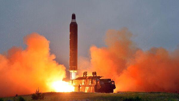 Lanzamiento del misil balístico Hwasong-10 por Corea del Norte - Sputnik Mundo