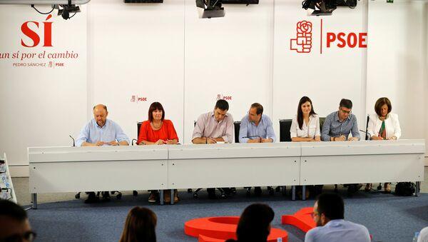 La reunión de miembros del PSOE en su sede en Madrid tras las elecciones generales - Sputnik Mundo