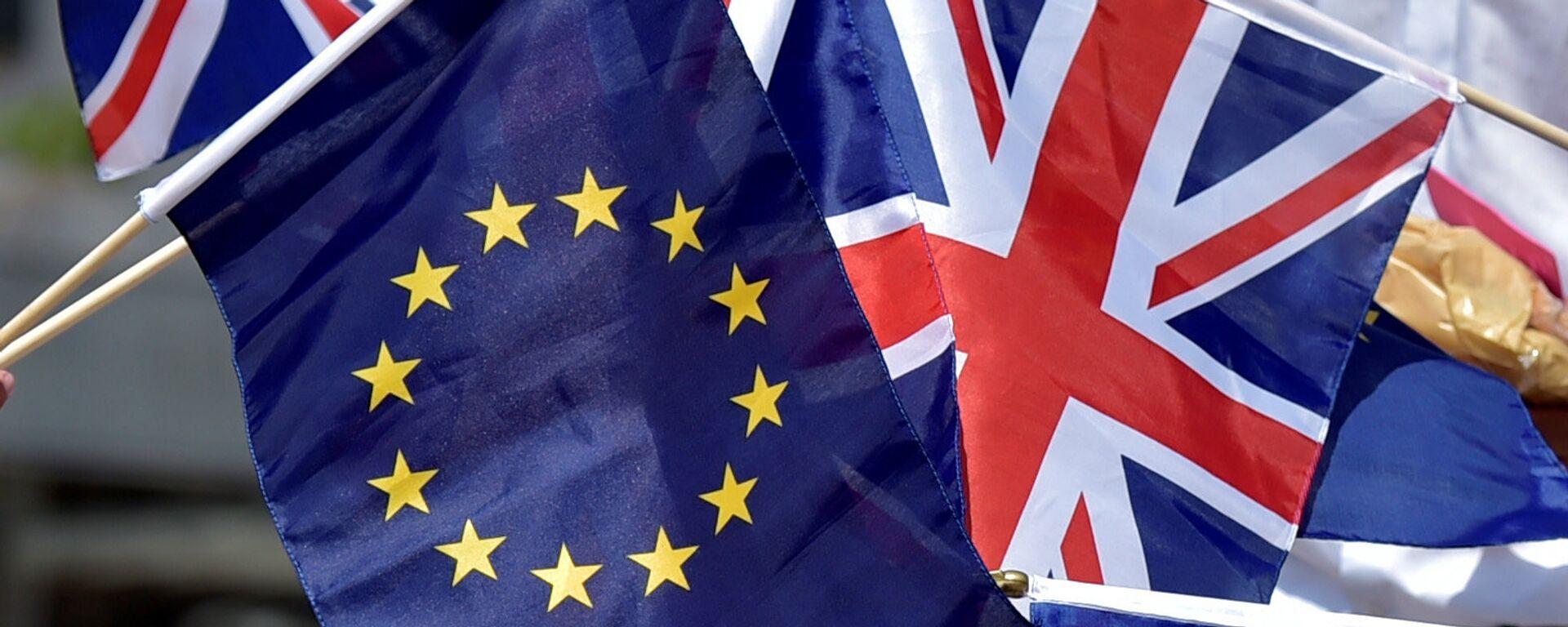 Las banderas de la UE y el Reino Unido - Sputnik Mundo, 1920, 27.04.2021