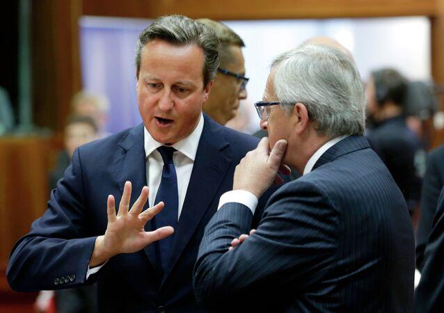 Primer ministro británico, David Cameron y presidente de la Comisión Europea, Jean-Claude Juncker