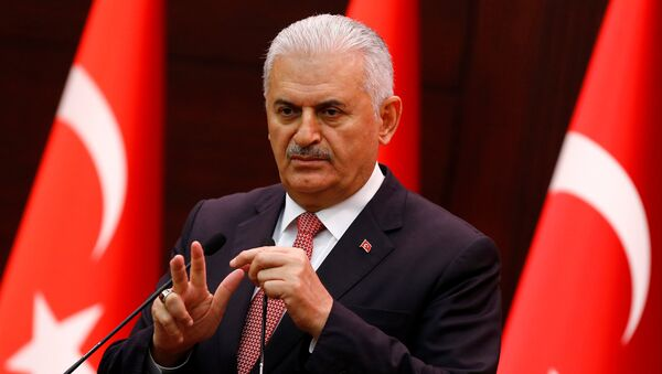 Turkey's Prime Minister Binali Yildirim addresses the media in Ankara - Sputnik Mundo