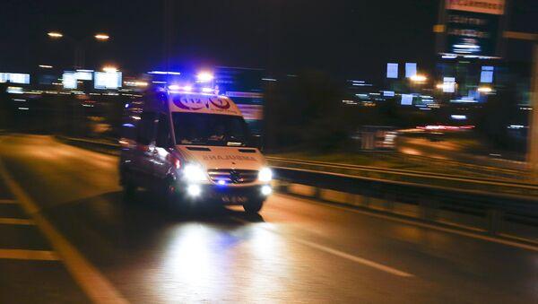 Ambulancia llegando al aeropuerto de Estambul tras las explosiones - Sputnik Mundo