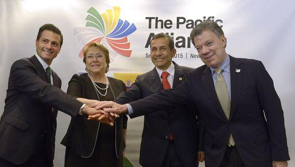 Jefes de Estado miembros de Alianza del Pacífico en 2015: Enrique Peña, Michelle Bachelet, Ollanta Humala, Juan Manuel Santos - Sputnik Mundo