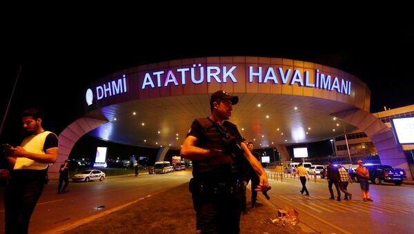 Aeropuerto Ataturk en Estambul tras el atentado - Sputnik Mundo