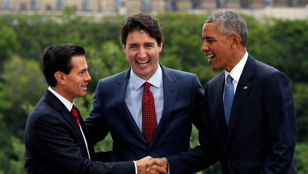 Los presidentes Enrique Peña, de México, Barack Obama, de EEUU, y Justin Trudeau, el primer ministro de Canadá, comenzaron en Ottawa la octava Cumbre de Norteamérica - Sputnik Mundo