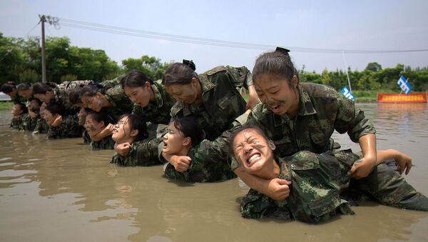 El duro entrenamiento de las azafatas chinas - Sputnik Mundo