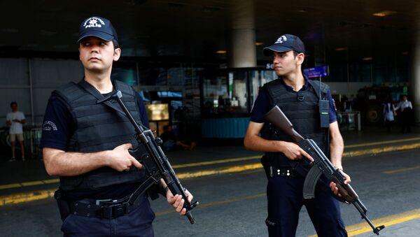 Policías turcos (archivo) - Sputnik Mundo
