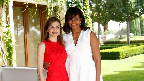 Letizia, Reina de España, y Michelle Obama, primera dama estadounidense, en el Palacio de la Zarzuela - Sputnik Mundo