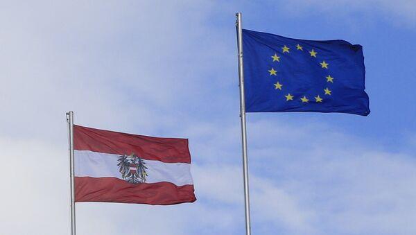 Las banderas de Austria y de la Unión Europea - Sputnik Mundo