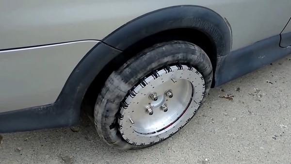 Neumático revolucionario facilita aparcar en línea - Sputnik Mundo