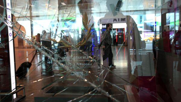 El aeropuerto Ataturk en Estambul tras el atentado - Sputnik Mundo
