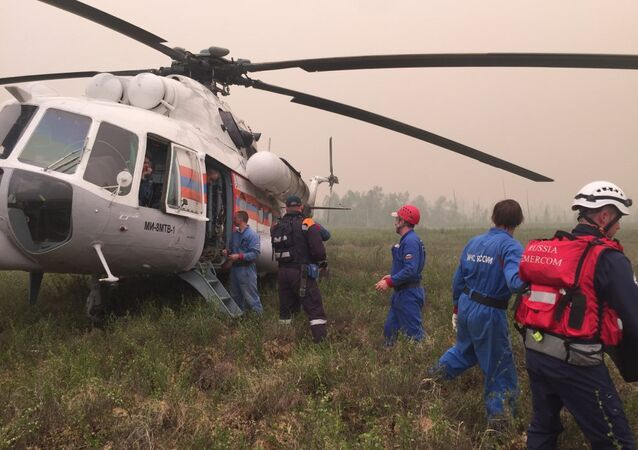Equipos de socorro en el lugar del accidente de Il-76