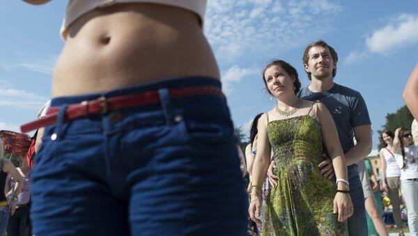 El estómago de una mujer - Sputnik Mundo