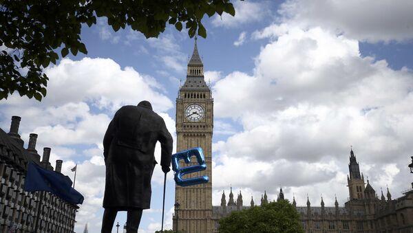 La UE busca mantener relaciones estrechas con Londres - Sputnik Mundo