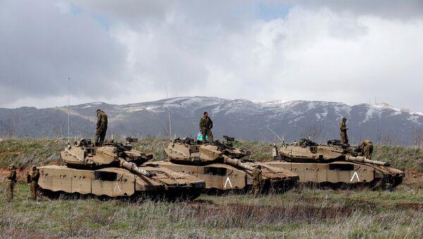 Soldados israelíes en los Altos del Golán en la frontera con Siria (archivo) - Sputnik Mundo