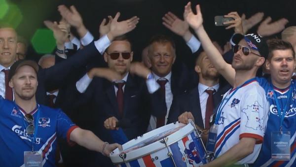 Islandia entona el grito de guerra vikingo celebrando la vuelta de su selección a casa - Sputnik Mundo