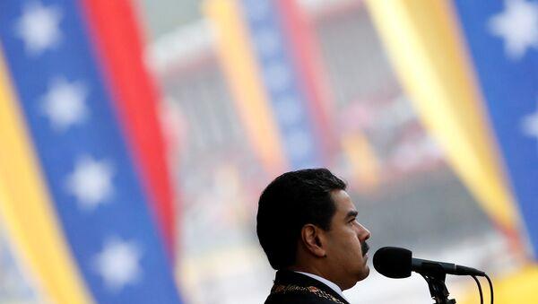 Nicolás Maduro en un desfile cívico militar en Caracas para conmemorar los 205 años de la declaración de independencia - Sputnik Mundo