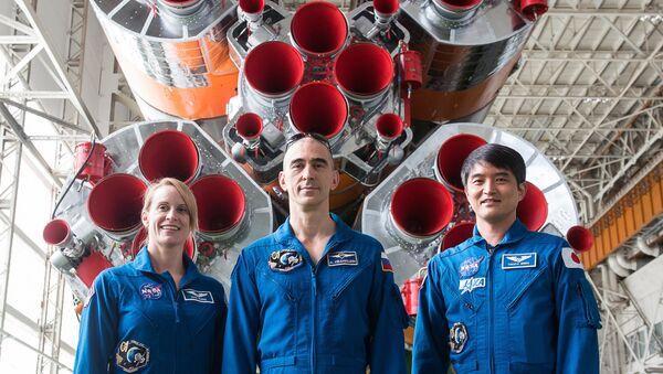 La nueva tripulación de Soyuz MS: la estadounidense Kathleen Rubins, el ruso Anatoli Ivanishin  y el japonés Takuya Onishi - Sputnik Mundo