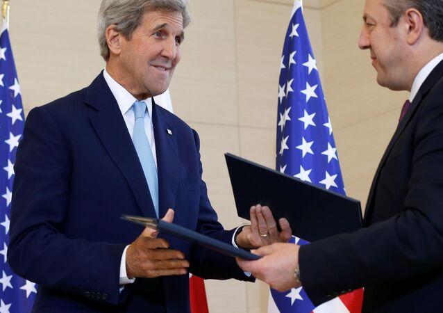 Secretario de Estado de EEUU, John Kerry y primer ministro de Georgia, Gueorgi Kvirikashvili